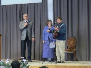 Encouraging the brethren of New Life Baptist Church thru music: Tim ans Suzette Rose, May 2014